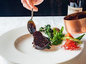 和牛ほほ肉の赤ワイン煮込み